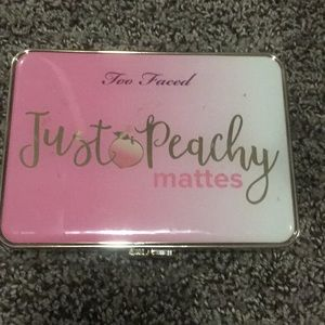 Too faced too peachy mattes